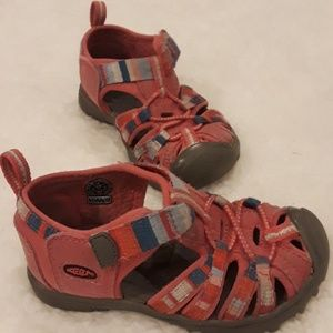 7aafd81bd0df Girls Keen water shoes